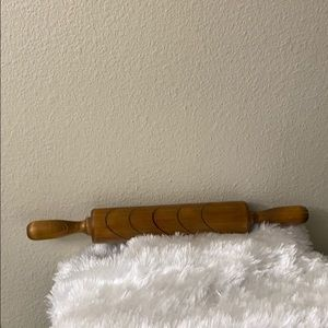 Hanging wood roller